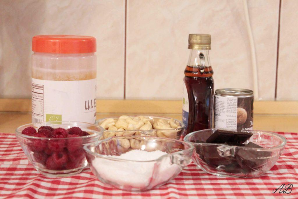 Bomboane raw vegan umplute cu zmeura ingrediente