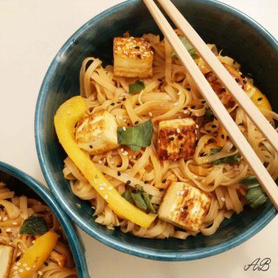 Noodles de orez cu unt de arahide