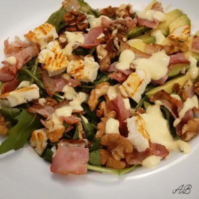 Salata cu bacon si branza de capra