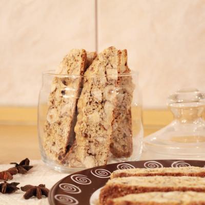Biscotti clasici cu alune si migdale by Martha Stewart
