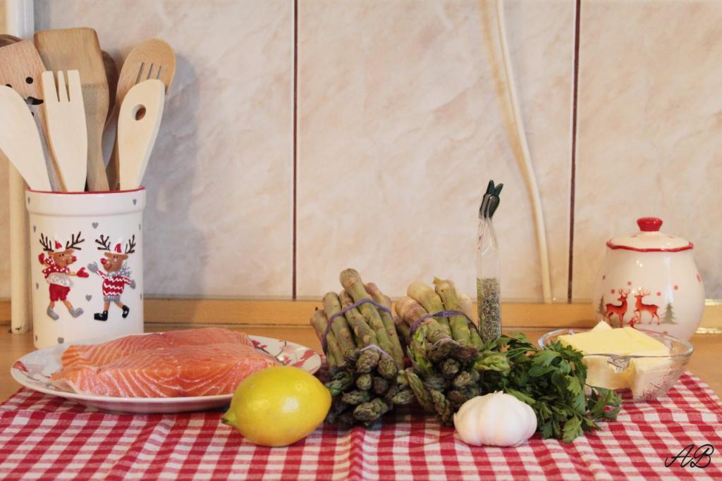 Somon cu sparanghel la cuptor ingrediente