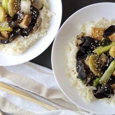 Mancare rapida cu tofu si ciuperci