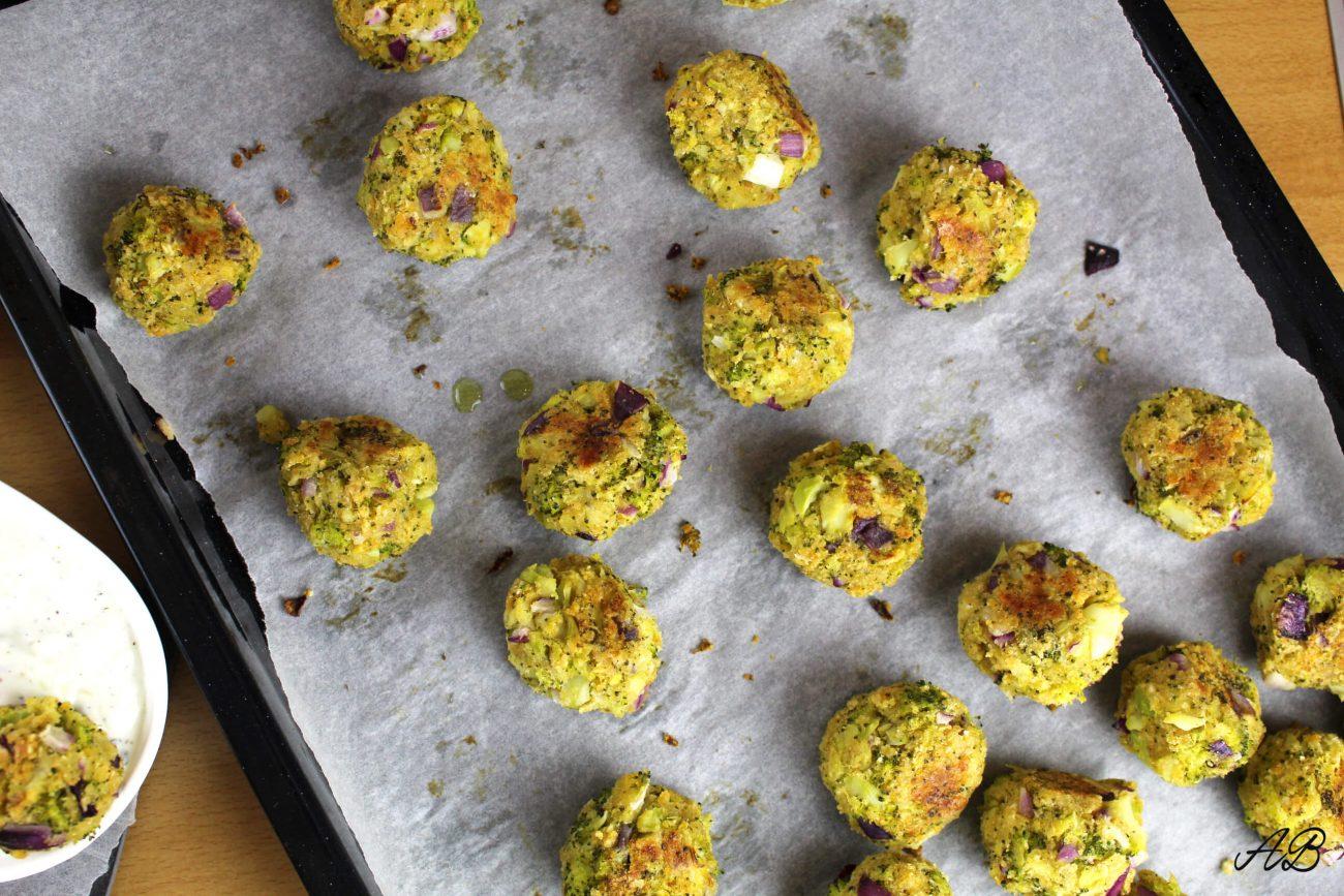 Chifteluțe cu broccoli și cheddar