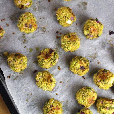 Chiftelute cu broccoli si cheddar
