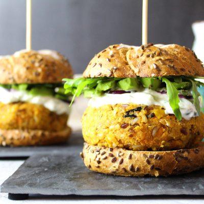 Burger vegetarian cu cartof dulce si naut
